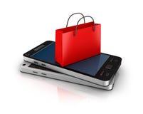 有购物袋的移动电话。 在线购物概念。 图库摄影