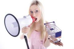 有购物车的妇女 免版税库存照片