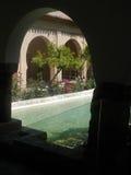 有水特点的被遮蔽的庭院 库存照片