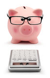 有玻璃和计算器会计概念的存钱罐 库存图片