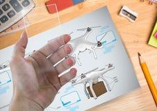 有玻璃屏幕和寄生虫DIY图画的手计划 免版税库存照片