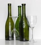 有玻璃的酒瓶 库存照片