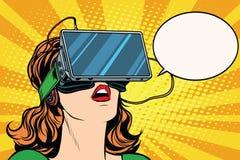 有玻璃虚拟现实的减速火箭的女孩 库存图片