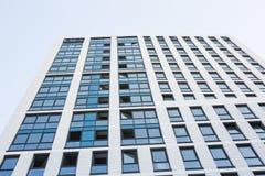 有玻璃门面的摩天大楼 编译现代 库存照片