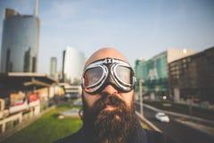 有玻璃飞行员的有胡子的人 免版税图库摄影