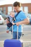 有他的儿子的中年父亲 免版税图库摄影