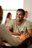 有他的女朋友的英俊的非裔美国人的人 库存照片