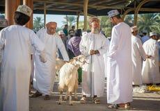 有他的山羊的阿曼人 免版税图库摄影