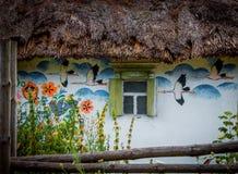 有绘画的村庄房子在一个民间样式 库存图片