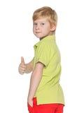 有他的赞许的红发年轻男孩 免版税库存照片