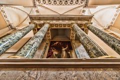 有绘画的主要法坛在维尔纽斯大教堂  免版税库存图片