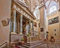 有绘画的主要法坛在维尔纽斯大教堂  免版税库存照片
