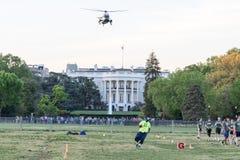 有离去的VH-3D海盗头子的直升机白宫南草坪 免版税库存图片