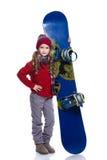 有戴着被编织的毛线衣、围巾、帽子和手套与蓝色雪板的卷曲发型的微笑的小女孩,隔绝在白色 免版税图库摄影