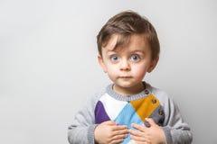 有滑稽的神色的孩子 免版税库存图片