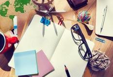 有建筑工具和笔记本的设计师的书桌 库存照片