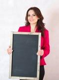 有黑粉笔板的少妇 免版税图库摄影