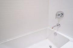 有浴缸细节的豪华卫生间  免版税库存图片