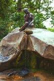 有水罐的女孩 24凯瑟琳中心系列前面的皇家km贵族公园彼得斯堡住宅俄国selo南st tsarskoye访问 库存图片