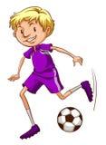 有紫罗兰色制服的一位足球运动员 库存图片