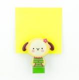 有绵羊夹子的黄色笔记本 免版税库存图片