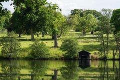有绵羊的,苏格兰,英国美丽如画的牧场地 库存照片