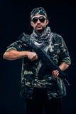 有黑背景概念的全副武装的被掩没的战士 免版税图库摄影