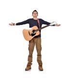 有黄色声学吉他的吉他弹奏者 免版税库存照片