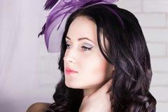 有紫色帽子的女孩 图库摄影