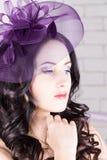 有紫色帽子的女孩 库存照片