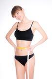 有黄色措施的美好的运动的妇女身体在白色backgro 库存图片