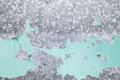 有绿色油漆层数的被镀锌的铁板材 免版税库存图片