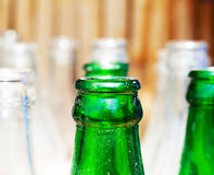 有绿色瓶的瓶 免版税库存照片