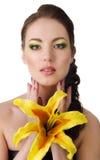 有黄色百合的美丽的妇女 库存照片