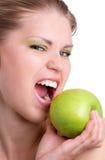 有绿色苹果计算机的妇女 免版税图库摄影