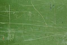 有绿色被抓的被风化的样式油漆的墙壁  图库摄影