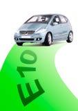 有绿色路的汽车 免版税图库摄影