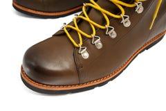 有黄色鞋带的布朗鞋子 库存照片