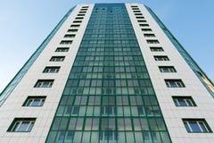 有绿色玻璃的现代新房 库存图片