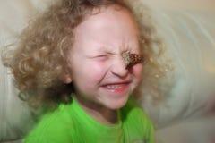 有蝴蝶的女孩 库存照片