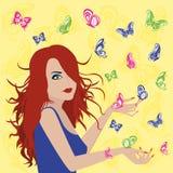 有蝴蝶的妇女在她附近 库存图片