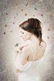 有蝴蝶的美丽的新娘 免版税图库摄影