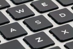 有黑钥匙的膝上型计算机键盘 特写镜头 免版税图库摄影