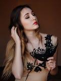 有黑面具的可爱的神奇女孩 图库摄影