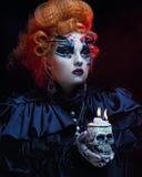 有头骨的幻想妇女 播种被扩大的火光灵活性光晕月光奥秘影子蜘蛛网的大明亮的铸件古怪 免版税库存图片
