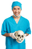 有头骨的医科学生 免版税库存照片