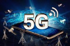 有5G标志的智能手机在高速网络数据传送结围拢的屏幕放下 模糊的特写镜头射击 免版税库存图片