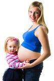 有2 yo女儿的孕妇 库存照片