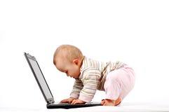 有13个婴孩的乐趣膝上型计算机 库存图片