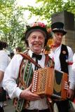 有accordianat罗切斯特打扫节日的民间音乐家 免版税库存照片